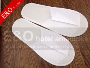 Non-Woven Fabric Disposable Hotel Slippers with Cheapest Price pictures & photos