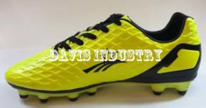 Embossed Football Shoes for Men pictures & photos