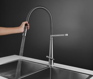 cUPC Certificate Pull Down Spray Head Kitchen Faucet pictures & photos