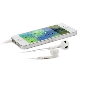 Wholesale Earphones for iPhone Earpods with Mic & Remote pictures & photos