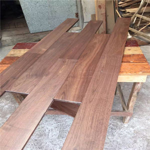 Factory Price UV Coating American Walnut Solid Wood Flooring pictures & photos