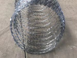 Galvanized Concertina Razor Barbed Wire pictures & photos