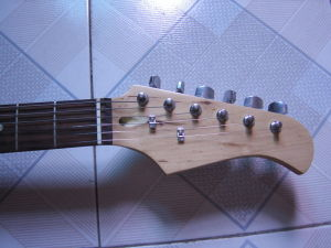 Solid Wood Electric Guitar pictures & photos