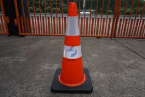 700mm Flexible Reflective PVC Black Base Traffic Cones pictures & photos