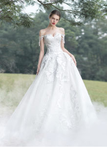 Lace Bridal Ball Gown Embroidery Wedding Dress Gowns W17928 pictures & photos