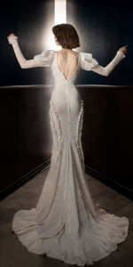 New Fashion Style Vintage Long Sleeves V Neck Full Embellishment Elegant Fit and Flare Wedding Dress with Open V Back Chapel Train pictures & photos