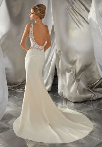 V-Neckline Bridal Gown Sheer Bodice Lace Wedding Dress Gv1604 pictures & photos