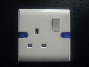 Good Price UK 13AMP Wall Switch Socket pictures & photos