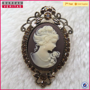 Wholesale Vintage Metal Film Cameo Brooch Jewelry pictures & photos