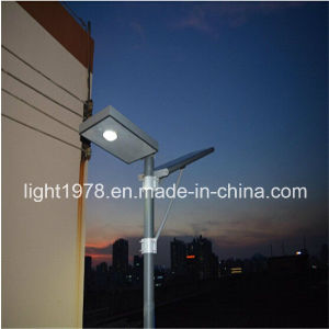 Good Performance Easy Installation All in One Solar Street Light 30W pictures & photos