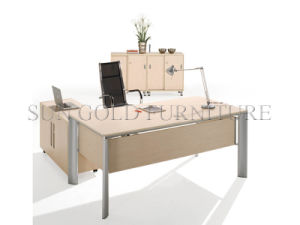 Fashion Steel Foot with Wooden Top Office Desk (SZ-OD055) pictures & photos