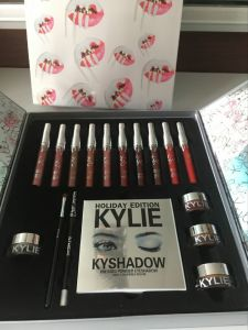 Kylie Jenner Lipgloss/ Kyshadow/Kyliner Kit /Cream Shadows Holiday Edition Cosmetic Kit Multifunctional Professhional Makeup Set pictures & photos