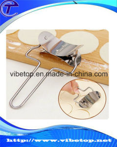 Chinese Stainless Steel Small Manual Dumpling Skin Machine for Home Use pictures & photos