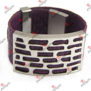 Purple Leather Bracelet with Shinny Metal Decoration Design (LB151104) pictures & photos
