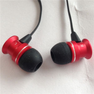Factory Directly Offer Mini Sports Stereo Earbuds & Headphone & Earphones pictures & photos