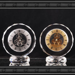 2016 New Design Crystal Glass Clock Gift pictures & photos