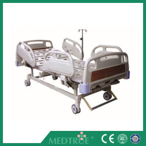 Luxurious Hospital Bed with Double Revolving Levers (MT05083402) pictures & photos