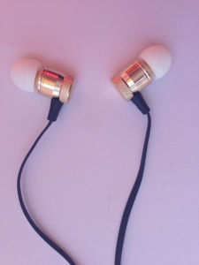 Innovation Design Metal Stereo Earphone with Mic for Mobile Phone pictures & photos