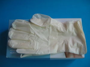 Finger-Tip Textured Latex Examination Gloves pictures & photos
