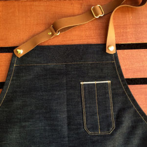 Custom High Quality Denim Work Apron with Leather Strap pictures & photos