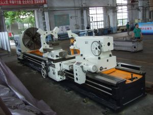 Cw61125L Common Horizontal Lathe/ Big Lathe/ Heavy Duty Lathe/ 10tons Load pictures & photos