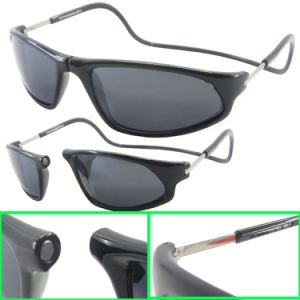 Fashion Design Magnet Foldable Plastic Injection Sunglasses with Adjust Temple (SP679007) pictures & photos