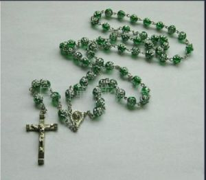 Thr-Ar009-Flower Acrylic Flower Bead Religious Cross Necklace pictures & photos
