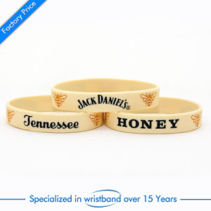 Factory Price Rubber Wrist Band Gift pictures & photos