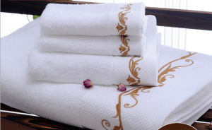 Luxury Embroidered Logo Customized Dobby Hotel Towel Wholesale pictures & photos
