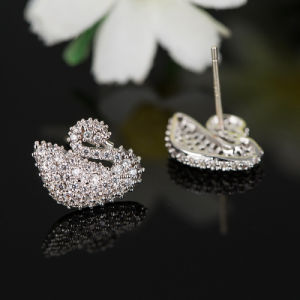 Fashion Zircon Crystal Swan Design Jewelry Stud Earrings in Rhodium Plated pictures & photos