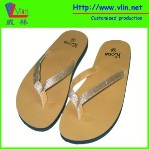 Glittery Leather Strap Ladies′ Flip Flop/Sandals pictures & photos