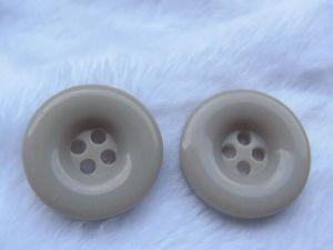Factory High-Grade Garment Polyester Resin Button pictures & photos