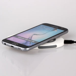 The Best Qi Wireless Charger with Fast Charging of Three Coils pictures & photos