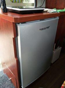 Purswave Bcd-168 168L DC12V24V Solar Fridge Vehicle Refrigerator Double Door Freezer and Cooler Compressor Refrigerating for Car Motor Bus Auto pictures & photos