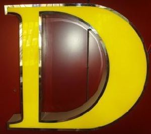Illuminated 3D Letters Acrylic LED Sign LED Acrylic Logo Letters Advertising Acrylic LED Alphabet Letters LED Shop Sign pictures & photos