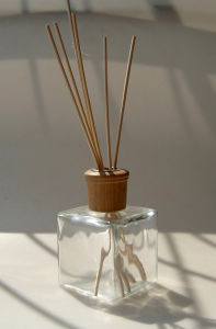 Aroma Reed Diffuser Set 45 Scents Essential Oil Fragrance Rattan Flower Reed Oil Diffuser pictures & photos