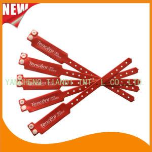 Custom Entertainment Vinyl Plastic Wristbands Bracelet Bands (E6060B3) pictures & photos