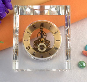 New Arrival Heart Shaped Wedding Favor Crystal Clock pictures & photos