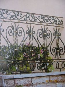 Decorative Wrought Iron Garden Fence for Sale pictures & photos