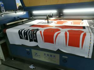 2017 Multi Point Positioning Laser Cutting Machine for Cycling Jerseys