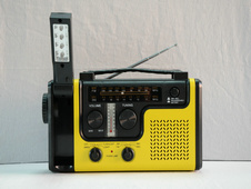 Hot Selling High Quality CE Solar Dynamo Radio with Mobile Phone Charger Manufacturer pictures & photos