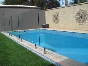 Hot Deal 15mm Frameless Tempered Glass Balustrade/Railing pictures & photos