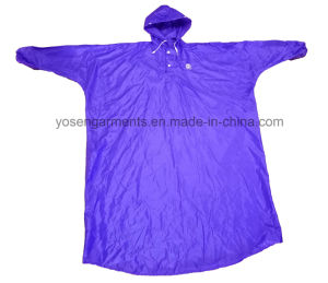 Adult′s Polyester/PVC Waterproof & Windproof Rain Poncho with Hood pictures & photos