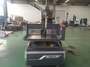 CNC Wire Cut EDM Machine pictures & photos