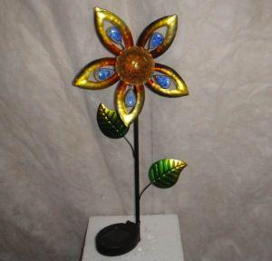 Flower Shape Metal Decoration Craft with Solar Light Garden pictures & photos