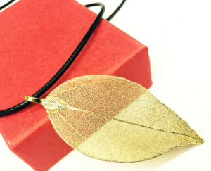 New Fashion Mother Gift Gold Leaf Necklace pictures & photos