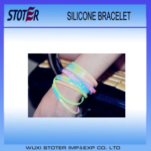 2016 Newest Brass Durable Custom Silicone Wristband pictures & photos