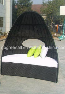 Outdoor Garden Rattan Patio High Back Wicker Bed pictures & photos