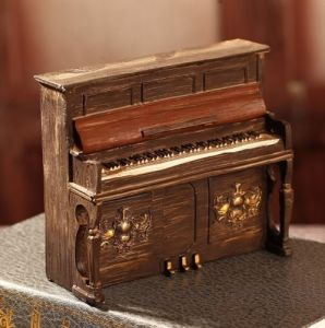 Vintage Piano Home Table Decor Ornament Figures Gift Resin pictures & photos