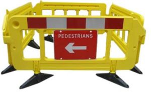 Crowed Control Plastic Road Barrier (S-1644B) pictures & photos